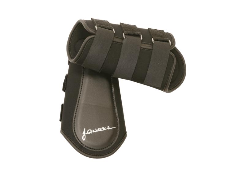 JW52-Brushing-boots