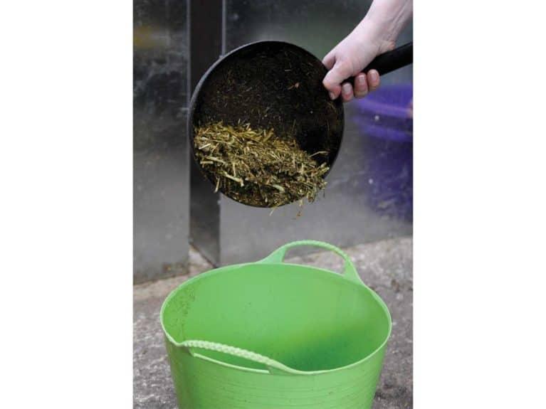 Adding fibre to horse's feed