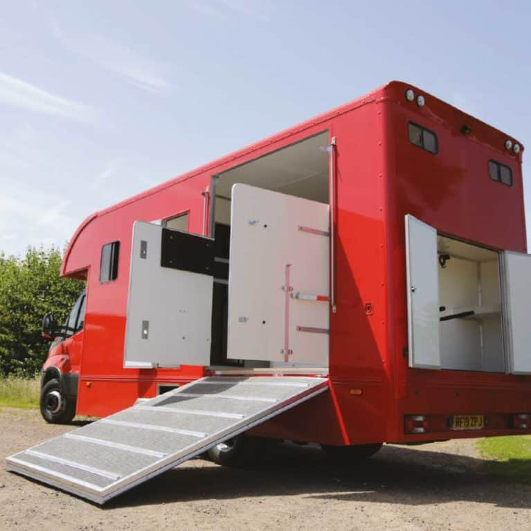 Trophy Twin from Peper Harow Horseboxes